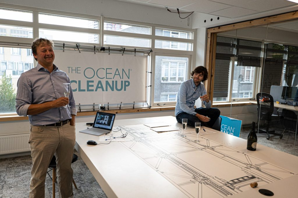 """Ocean Pollution Solution: Dutch Inventor Boyan Slat Unleashes """"The Ocean Cleanup"""" on Great Pacific Garbage Patch"""